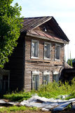 Construção de madeira velha na cidade de Kirillov Fotografia de Stock