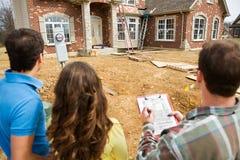 Construção: Revendo a lista de verificação home Imagens de Stock Royalty Free