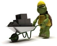 Construtor da tartaruga com um carrinho de mão de roda Imagens de Stock Royalty Free