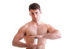 Construtor de corpo masculino 'sexy' guardarando caixas com suplementos em seu b Imagens de Stock Royalty Free