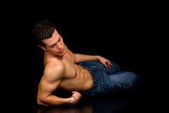 Construtor de corpo, pose artístico imagem de stock