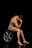 Construtor de corpo, pose artístico foto de stock