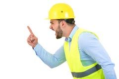 Construtor ou construtor irritado que gritam em alguém como o conceito da fúria isolado no fundo branco com copyspace fotos de stock