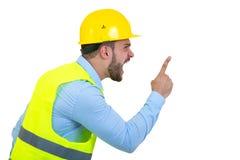 Construtor ou construtor irritado que gritam em alguém como o conceito da fúria isolado no fundo branco com copyspace imagem de stock royalty free