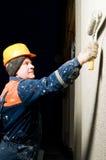 Construtor que emplastra a parede da fachada Fotografia de Stock Royalty Free