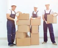 Construtores do contramestre e da equipe com caixas imagem de stock royalty free