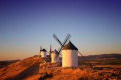 Consuegra é um pouco de cidade na região espanhola de Castilla-La Mancha, famoso devido a seus moinhos de vento históricos imagens de stock royalty free