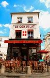 Consulat jest Francuskim tradycyjnym kawiarnią lokalizować w Montmartre, Paryż, Francja Obrazy Stock