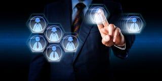 Consulente Dismantling un lavoro Team In Cyberspace immagine stock libera da diritti