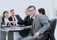 Consulente in materia di affari nel luogo di lavoro su fondo del partn di affari Fotografia Stock Libera da Diritti