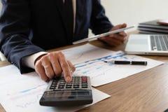 Consulenza aziendale, lavoro, consiglio, verificante immagini stock