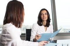 Consulta con el agente de seguro imagen de archivo libre de regalías
