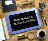 Consulta da gestão e da estratégia - texto no quadro pequeno 3d Foto de Stock
