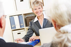 Consultant in bank giving financial. Advice zu senior couple Royalty Free Stock Photo