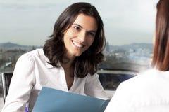 Consultation avec l'agent d'assurance Image libre de droits