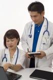 Consultation de deux médecins Photo stock
