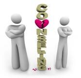 Consultation se tenante prêt aliénée de mot de couples Photos stock