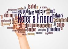 Consulte uma nuvem e uma mão da palavra do amigo com conceito do marcador foto de stock royalty free