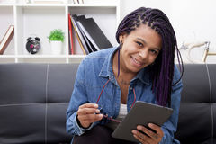 Consulting the tablet digital Royalty Free Stock Photography