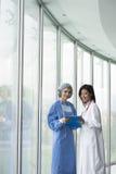 Consulto del chirurgo e del medico fotografia stock libera da diritti