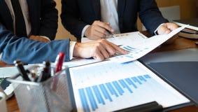 Consultor de la contabilidad, planeamiento del planeamiento de Financial Consultant Financial del consultor de negocio fotografía de archivo
