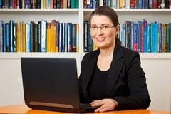 Consultor del profesor del profesor particular del profesor de sexo femenino imágenes de archivo libres de regalías