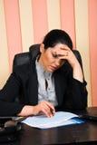 Consultor financiero triste con problemas Imágenes de archivo libres de regalías