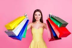 Consumentisme 14 februari-concept Portret van dromerig verbaasd j Stock Afbeeldingen