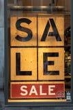 Consumerismo y venta en centro de la ciudad imagenes de archivo