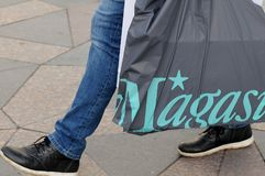 Consumers with magazin shoping bag Royalty Free Stock Images
