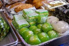 Consumición a comprar en un supermercado vietnamita imagen de archivo libre de regalías