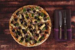Consumición culinaria de la pizza Fotografía de archivo libre de regalías