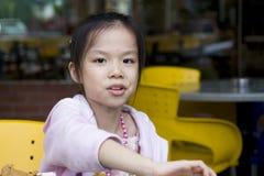 Consumición de la chica joven Foto de archivo libre de regalías