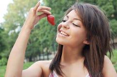 Consumición de la fresa Foto de archivo libre de regalías