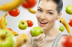 Consumición de la fruta sana Imagen de archivo