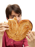 Consumición de la galleta enorme del palmerita Foto de archivo libre de regalías