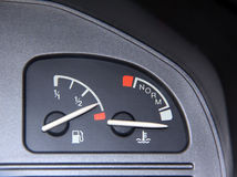 Consumición de la gasolina fotos de archivo