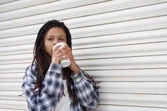 Consumición de la muchacha Fotografía de archivo