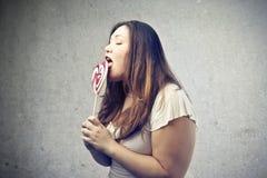 Consumición de la mujer Imagen de archivo libre de regalías