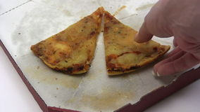 Consumición de la pizza vieja metrajes