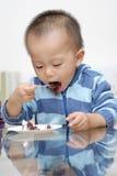 Consumición de la torta Imagen de archivo libre de regalías