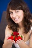 Consumición de las fresas Fotografía de archivo libre de regalías