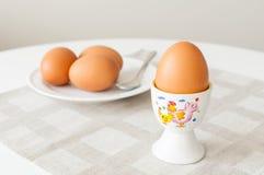 Consumición de los huevos foto de archivo libre de regalías