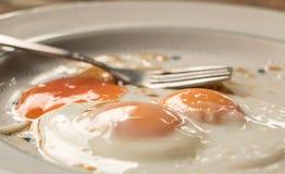 Consumición de los huevos antes de ir a trabajar Imágenes de archivo libres de regalías