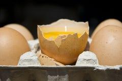 Consumición de un huevo Foto de archivo libre de regalías