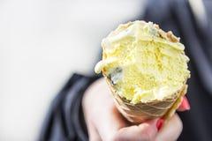 Consumición del helado Imágenes de archivo libres de regalías