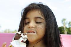Consumición del helado delicioso Foto de archivo libre de regalías