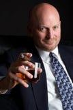 Consumición del hombre de negocios del cigarro Fotos de archivo