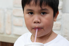 Consumición del muchacho Imagen de archivo libre de regalías
