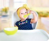 Consumición del niño del bebé Nutrición del ` s del niño foto de archivo libre de regalías
